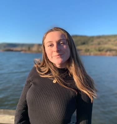 Camille Alméras conseillère en séjours à l'Office de Tourisme de l'Aubrac aux Gorges du Tarn