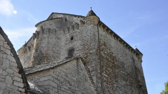 Le château de Grandlac sur le Causse de Sauveterre.