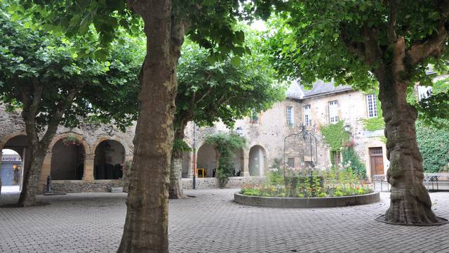 Le cloître de Saint-Geniez.