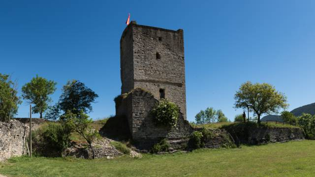 tour château médiévale lozère