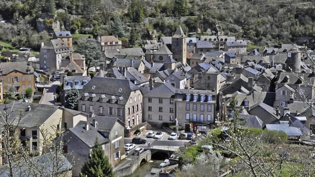 Vue du village de La Canourgue depuis la Vierge.