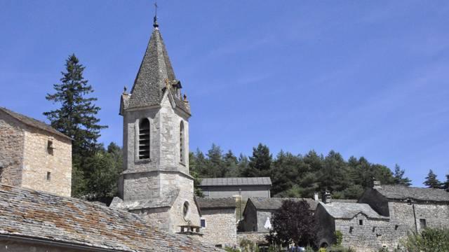 Découvrez le village de la Capelle sur le Causse de Sauveterre.