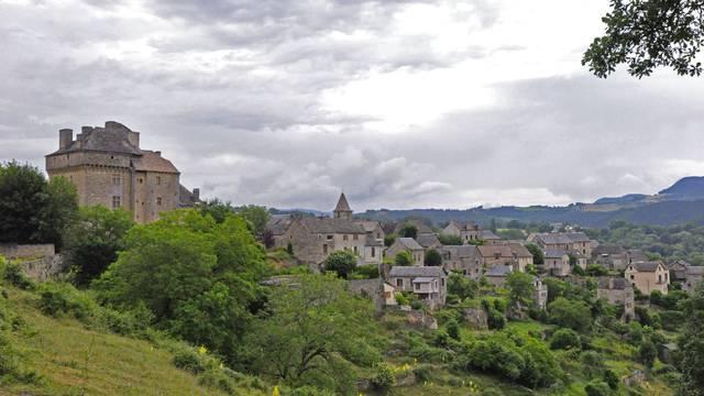 Le village de Montjézieu.