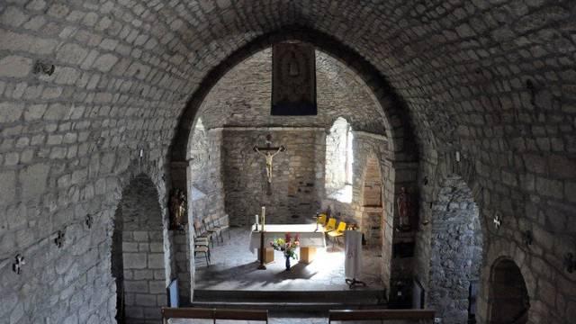 Une église sur le plateau de l'Aubrac