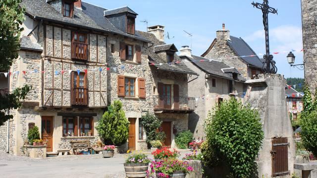 village en aveyron