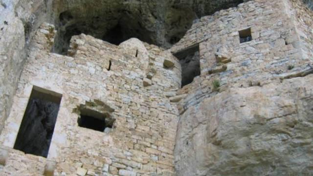 hameau pierre troglodyte gorges du tarn