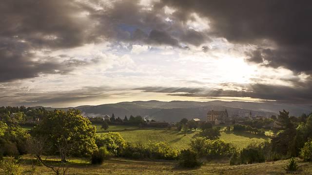 Vue du village de Saint-Rome de Dolan qui surplombe les Gorges du Tarn.