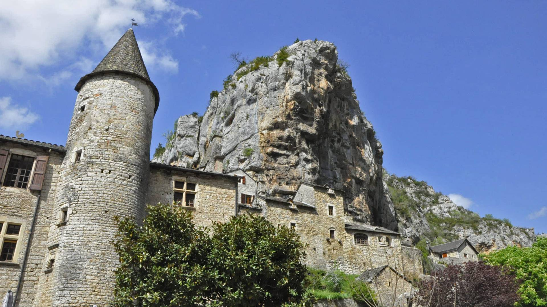Le village de la Malène dans les Gorges du Tarn en Lozère.