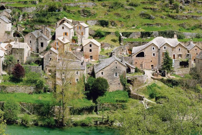 Vue du hameau de hauterives dans les Gorges du Tarn