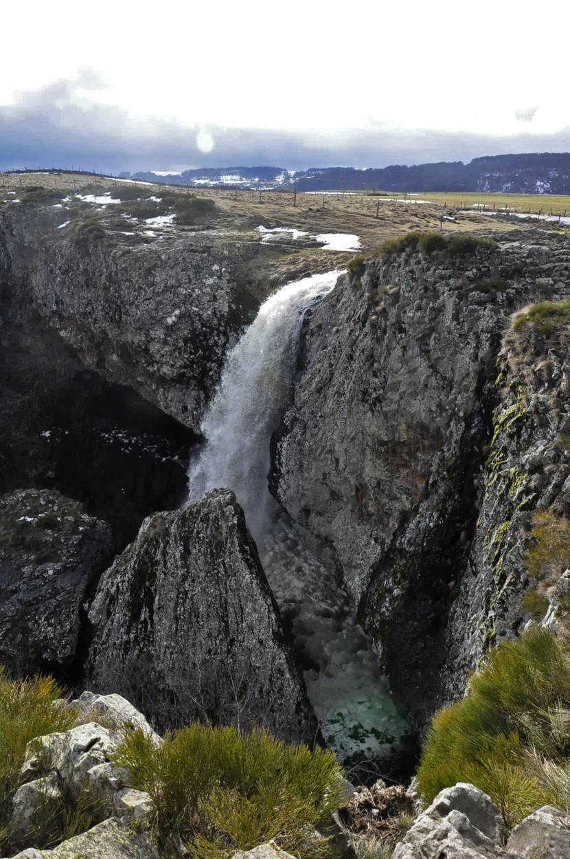 Déroc waterfall