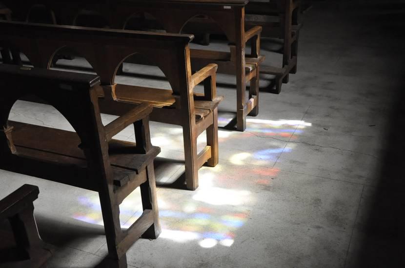 les bancs de l'église saint-martin