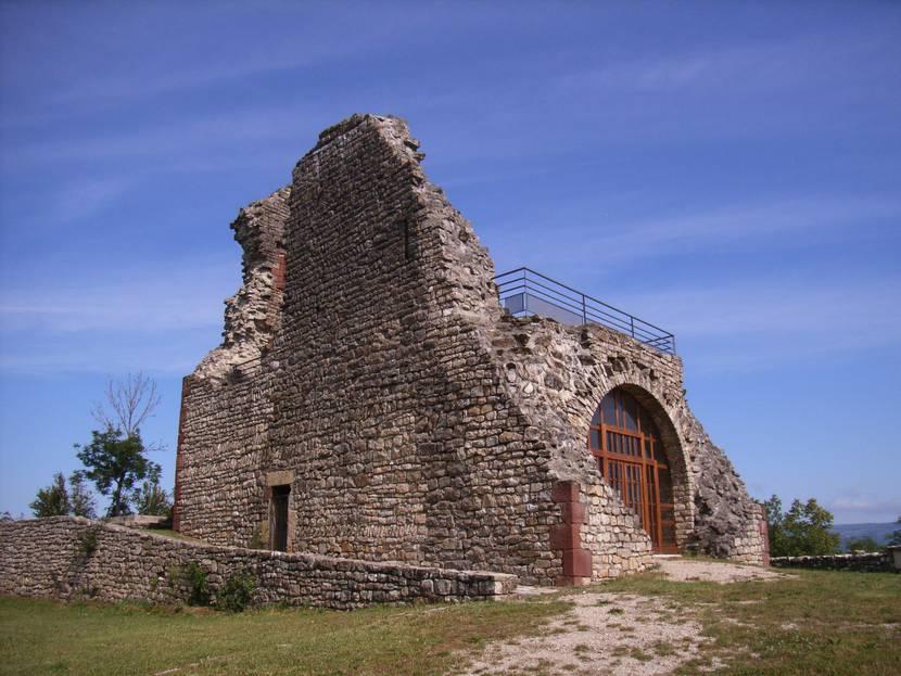 Les ruines du château de Canilhac restaurées.