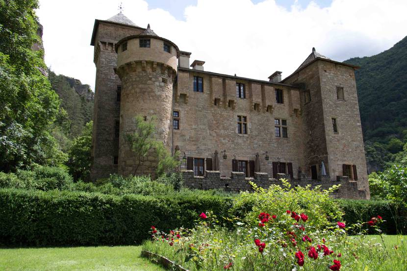 The Château de la Caze in the Tarn river Canyon