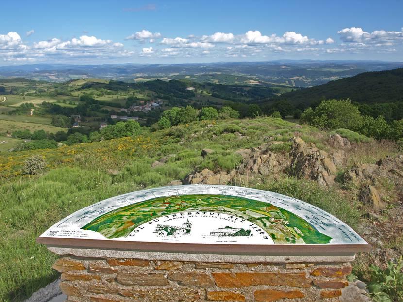 Le point de vue du Trébatut sur le plateau de l'Aubrac.
