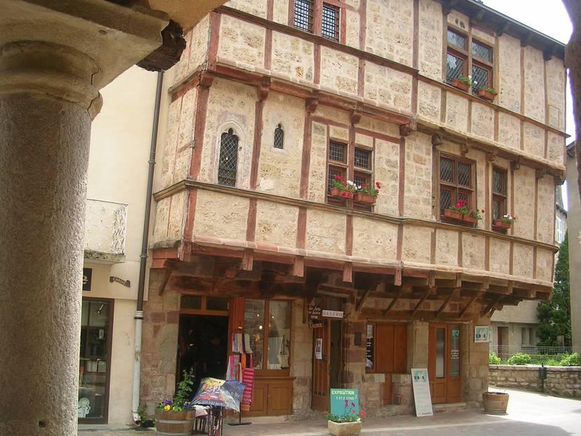 La maison à pan de bois place au blé à La Canourgue.