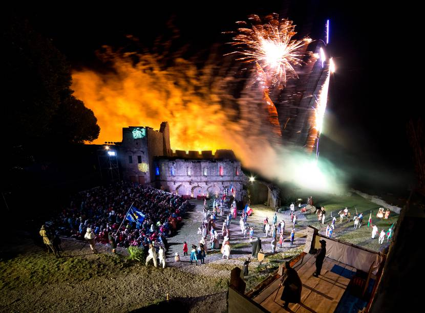 Jean le Fol show during the summer at severac's castle