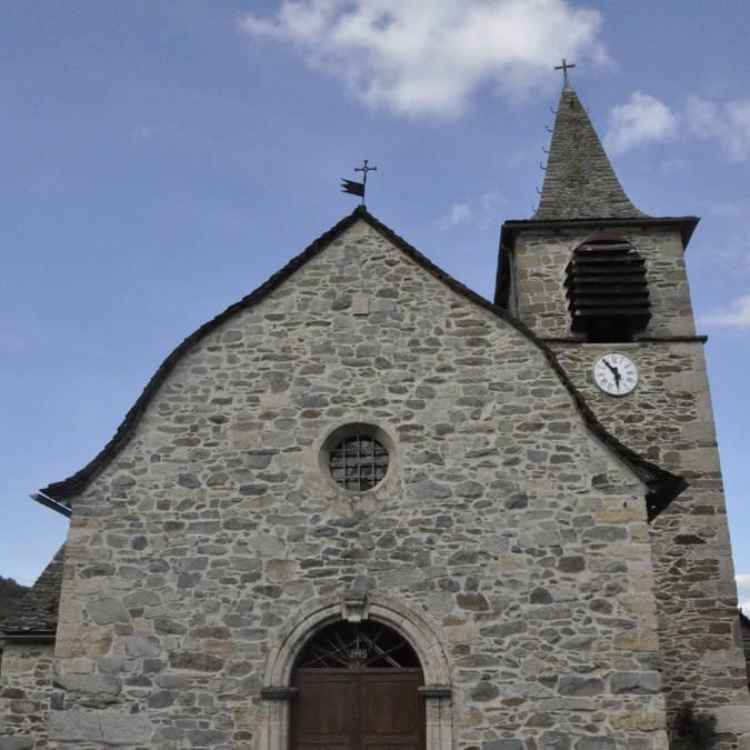 église de Combret avec un toit à la Philibert Delorme